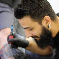 Αυτή η πουστάρα λέγεται Νίκος Ζαχαριάδης και καθυβρίζει τους ήρωες νεκρούς του καταρριφθέντος ελικοπτέρου. Όπου τον βρείτε βάλτε του το τατουάζ στο κώλο ~ (φωτο)