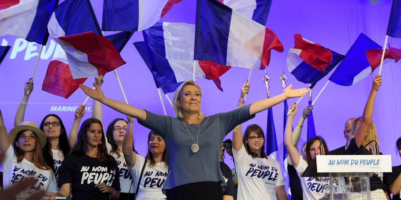 Presidentielle-Sondage-Le-Pen-en-tete-au-1er-tour-largement-devancee-au-2e