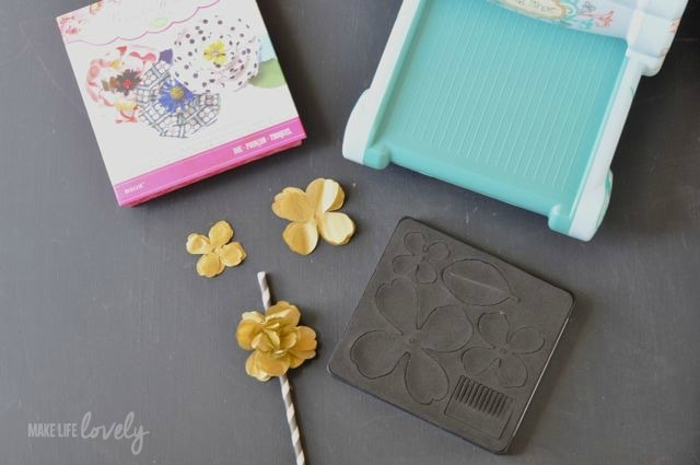Making a striped straw with a tissue paper flower