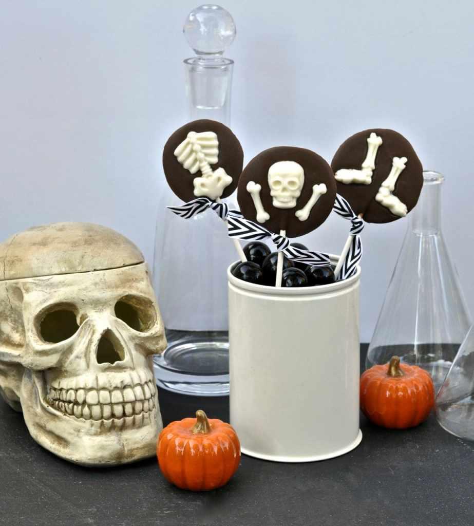 Chocolate bones Halloween suckers