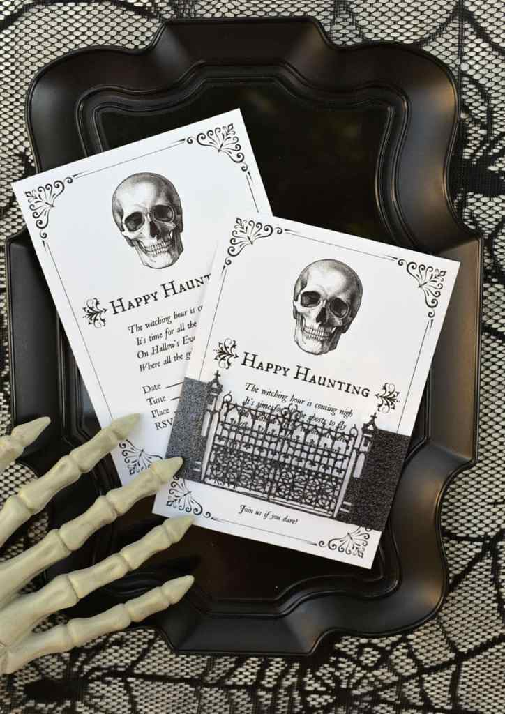 FREE Halloween party invitations for FREE, perfect for your next Halloween party!