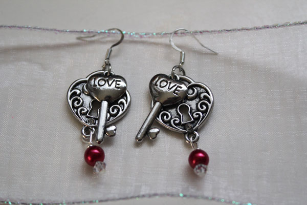 DIY-Lock-and-Key-earrings