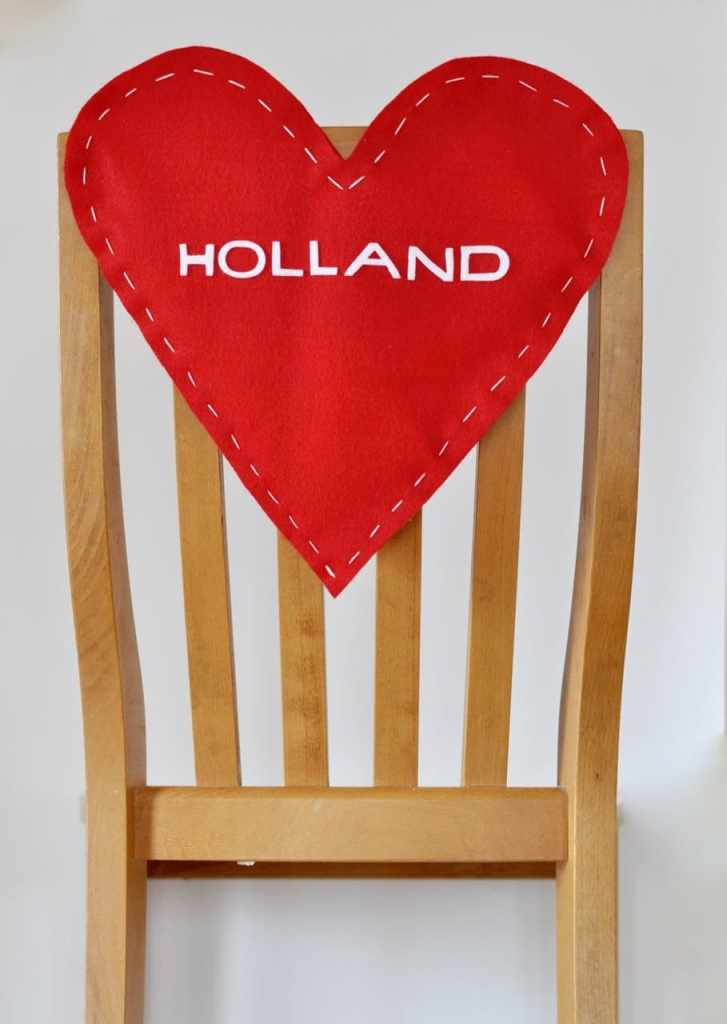 Valentines Day chair backer DIY