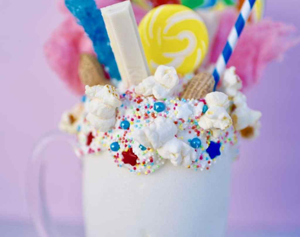 How to make an amazing freakshake at home. Freakshakes are super easy to make and look GREAT!
