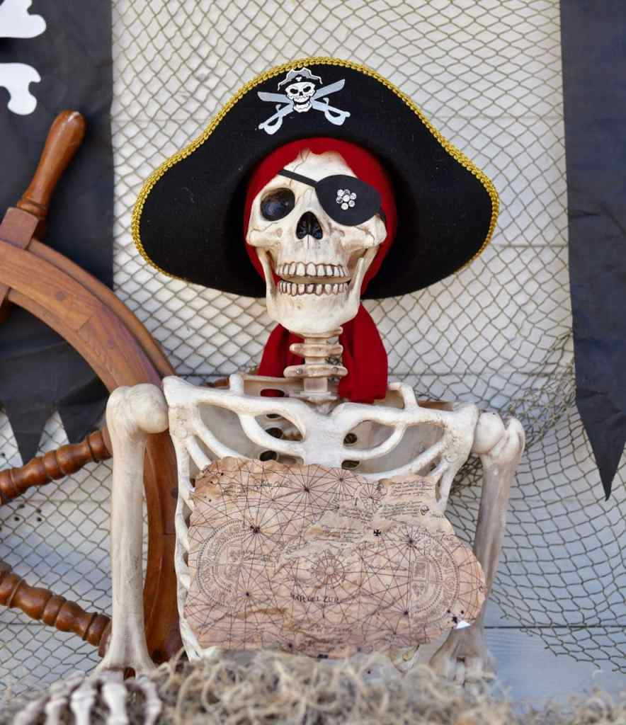 Goonies party One Eyed Willie skeleton decoration