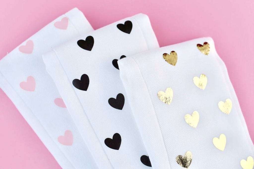 How to make diy burp cloths in minutes with NO sewing