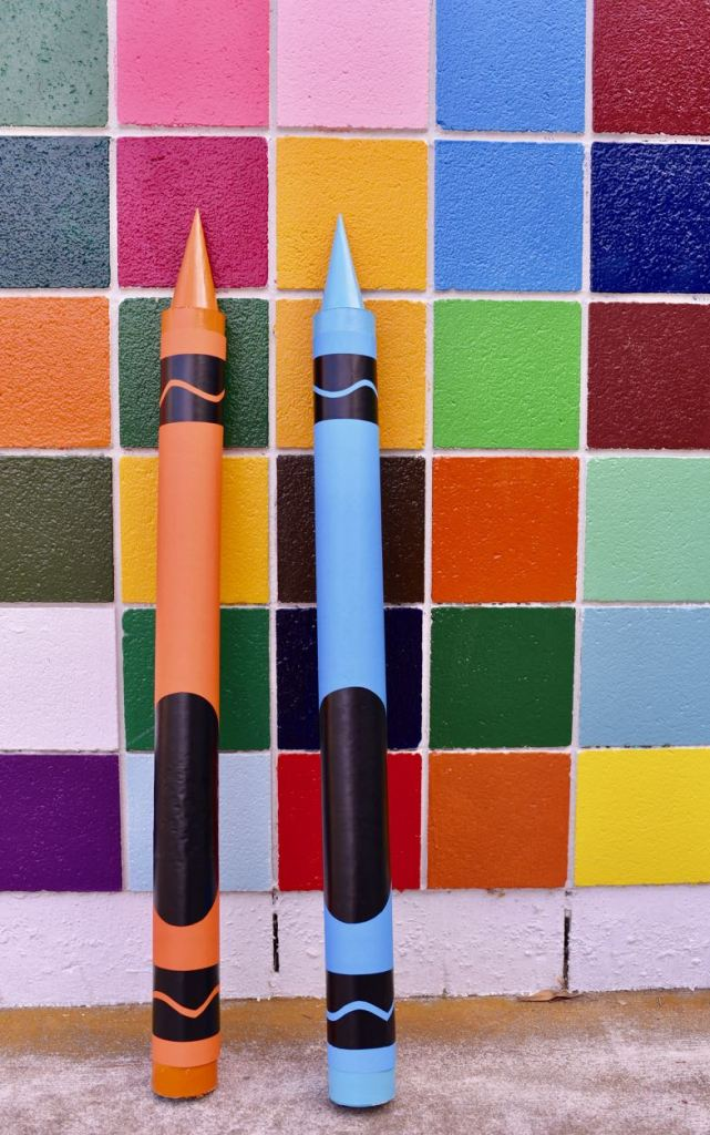 DIY-giant-crayon-tutorial.-So-much-fun-for-back-to-school-photos-a-classroom-or-bedroom-decoration-a-party-prop-and-more
