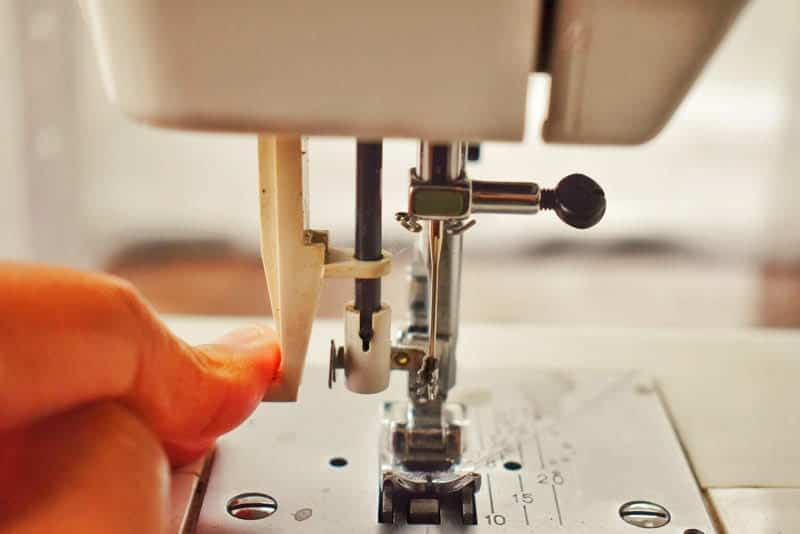 needle threader on sewing machine