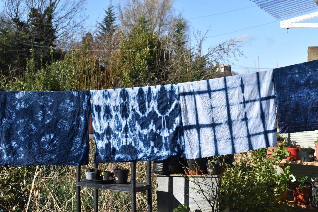 Dyeing with pre-reduced indigo