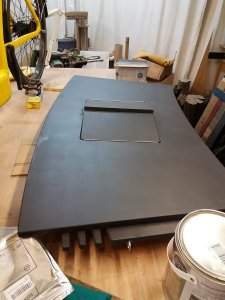 the central desk top section with hatch painted grey