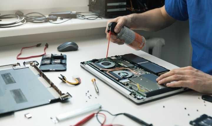 Lauter Laptop-Lüfter Computer öffnen