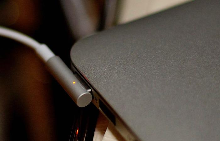 Macbook Pros Touch Bar Magsafe