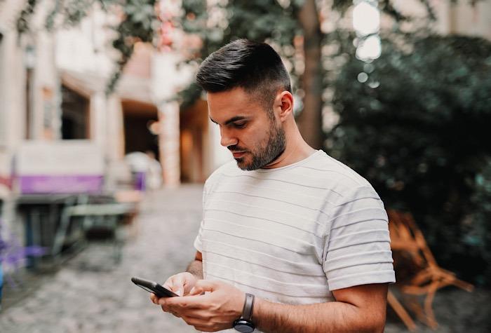 SMS-Nachrichten umgeleiteter Mann