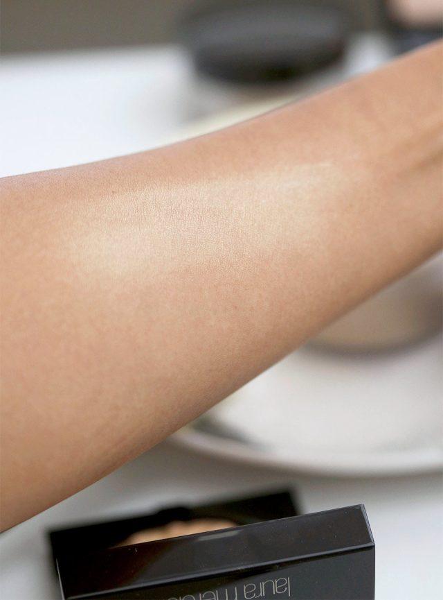 laura mercier traslucent loose setting powder glow swatch