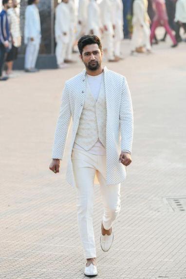 men Jutis With Indian Ethnic Wear (3).jpg