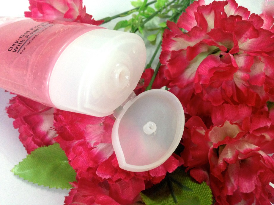Ponds White Beauty Pearl Cleansing Gel Review 1