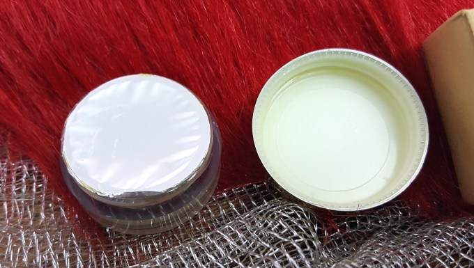 Forest Essentials Lip Scrub Cane Sugar Review packaging