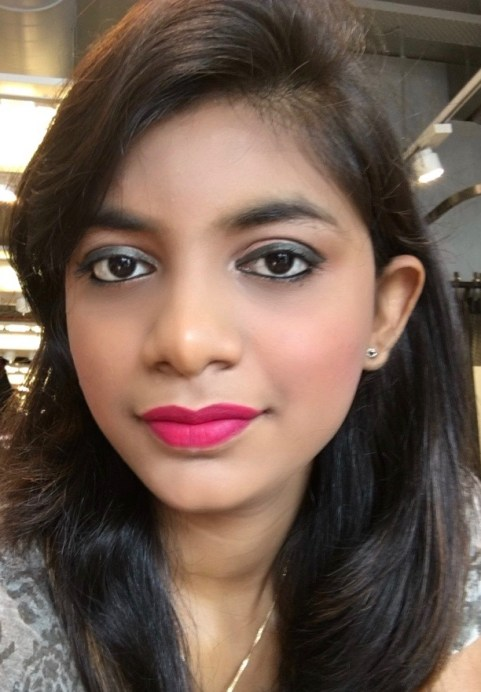L'Oreal Color Riche Le Smoky Pencil Eyeliner Antique Green 209 Review Swatches makeup look Pooja MBF