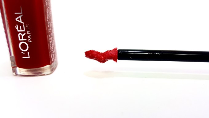 L'Oreal Infallible Mega Gloss 106 Alerte Rouge Review applicator Swatches