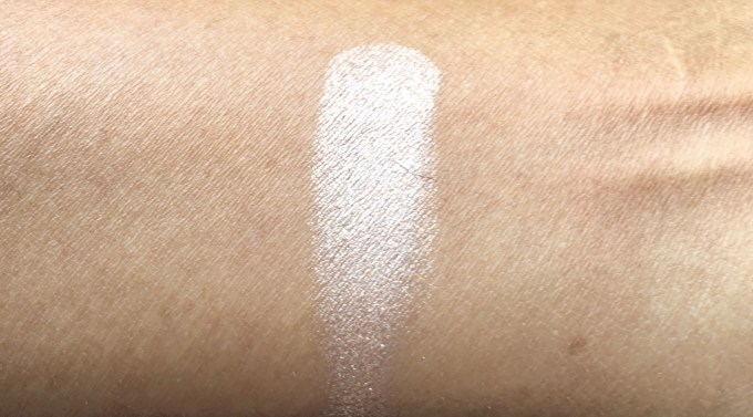 MAC Soft & Gentle Mineralize Skinfinish Highlighter Review Swatches unblended