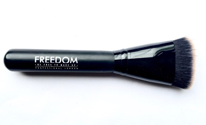Freedom Pro Cream Strobe Palette with Brush Review Swatches brush