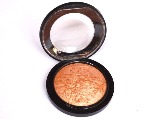MAC Cheeky Bronze Mineralize Skinfinish Highlighter Review Swatches MBF Blog