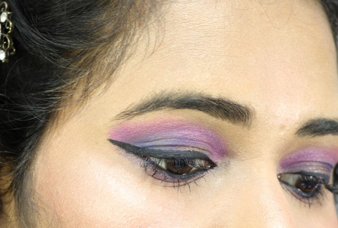 Nykaa 24Hrs Vinyl Luxe Eyeliner Black Granite Review, Swatches Blue Pink Purple Eye Makeup MBF Blog