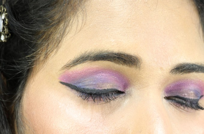 Nykaa 24Hrs Vinyl Luxe Eyeliner Black Granite Review, Swatches Violet Pink Blue Eye Makeup MBF Blog