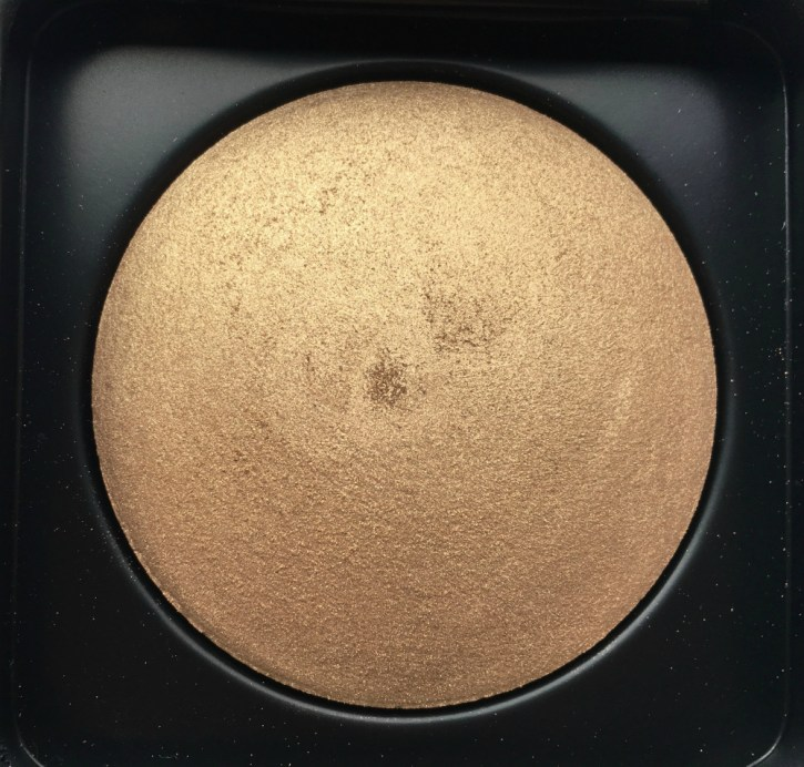 PAC Cosmetics Baked Highlighter 08 Review, Swatches focus
