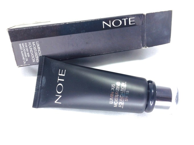 Note Luminous Moisturizing Foundation Review, Swatches