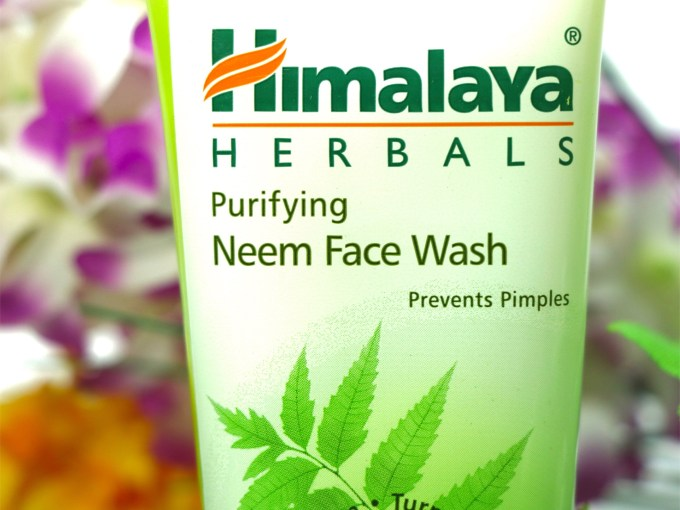 Himalaya Herbals Purifying Neem Face Wash Review, Swatches closeup