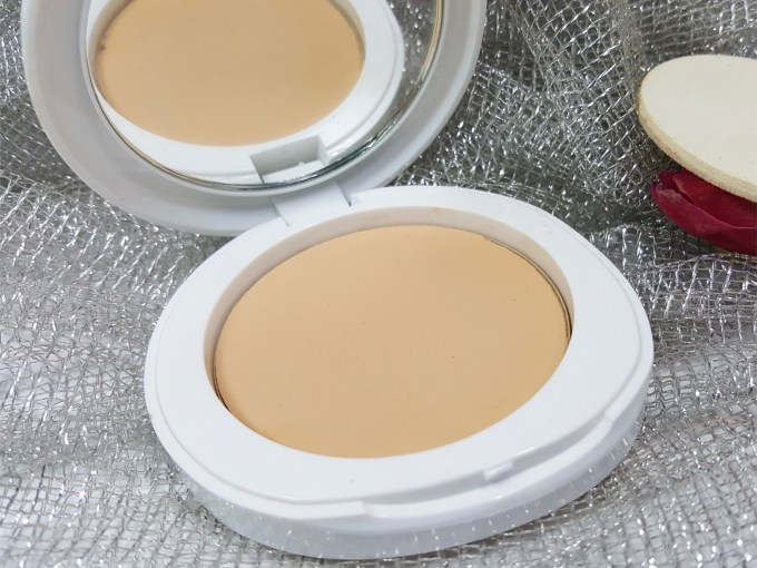 Lakme Perfect Radiance Intense Whitening Compact Review, Swatches MBF Blog