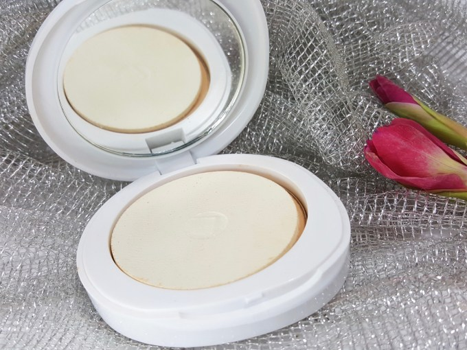 Lakme Perfect Radiance Intense Whitening Compact Review, Swatches Puff