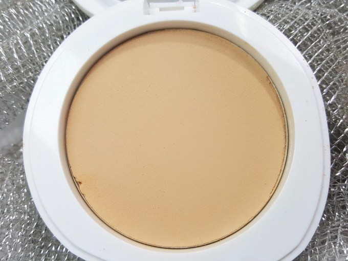 Lakme Perfect Radiance Intense Whitening Compact Review, Swatches closeup