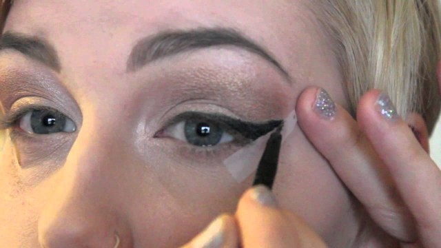 Makeup Tape Eyes Beginner Cat Eye Using Tape Youtube