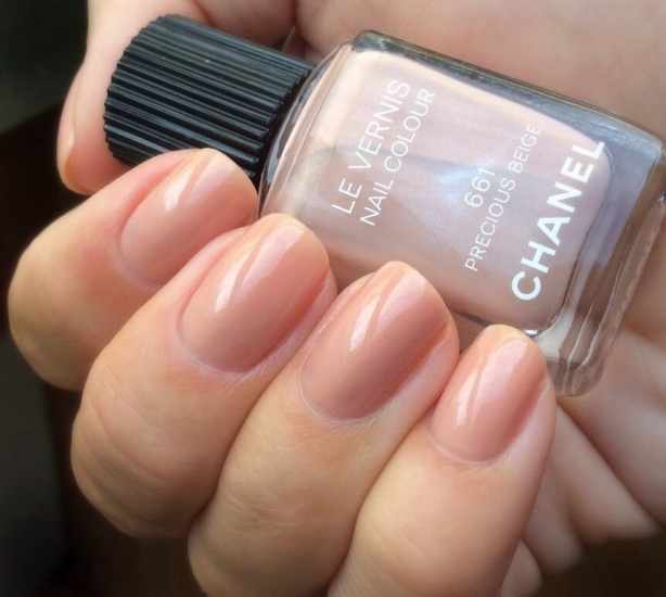 Chanel Le Vernis Nail Colour 661 Precious Beige review swatch
