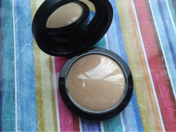 MAC Mineralize Skinfinish Natural Medium Review Swatches