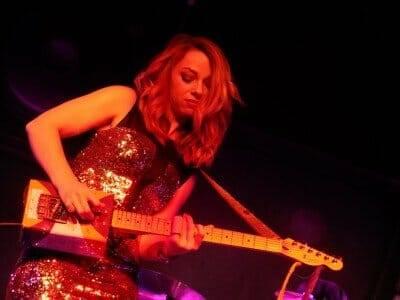 Samantha_Fish,_Hard_Rock,_Sioux_City,_IA_2015-01-02