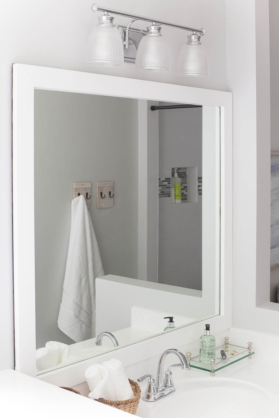 how to frame a bathroom mirror - easy diy project