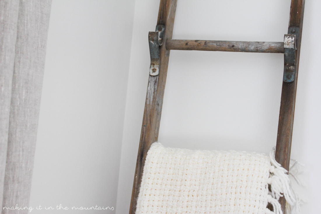15 DIY Blanket Ladders you can Whip up in no Time Flat