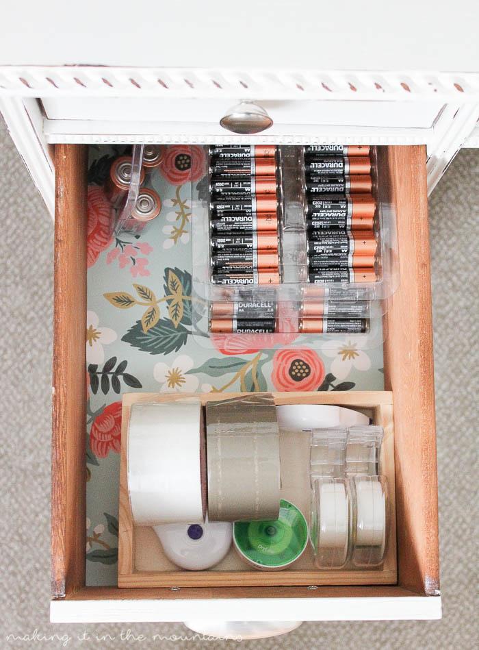 10 Minutes to a Beautifully Organized Desk | www.makingitinthemountains.com