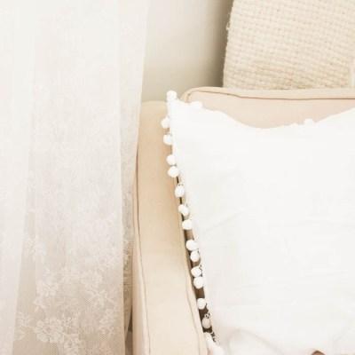 Quick & Easy DIY Pom Pom Pillow