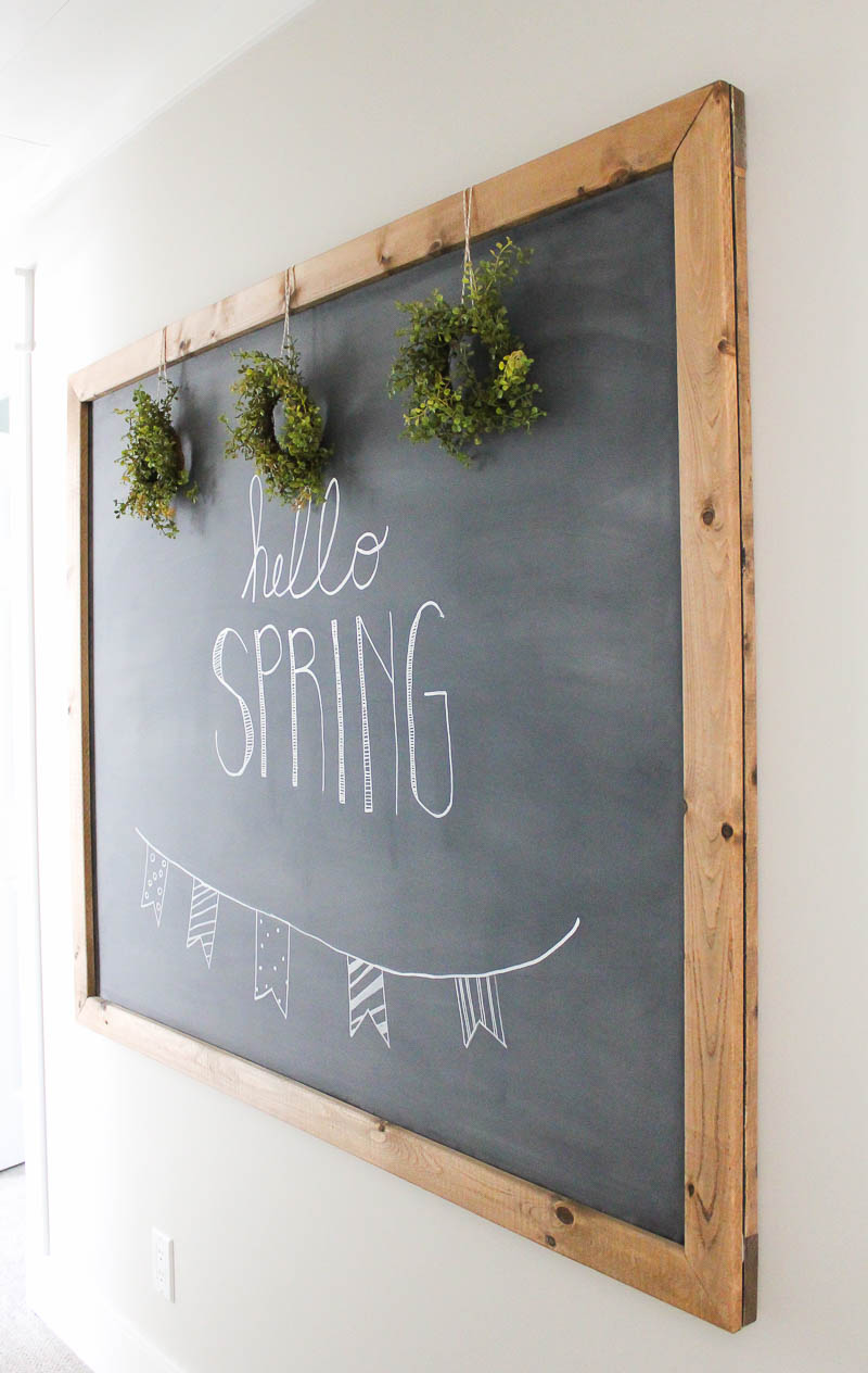 Easy ways to add some charm and character to create a beautiful farmhouse style hallway space.   www.makingitinthemountains.com