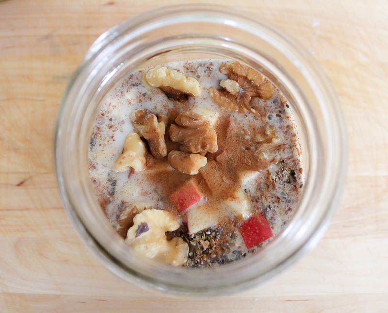 Make your mornings a little easier and a lot yummier with these simple, healthy and delicious overnight oats!