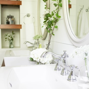 A Farmhouse Style Bathroom | www.makingitinthemountains.com