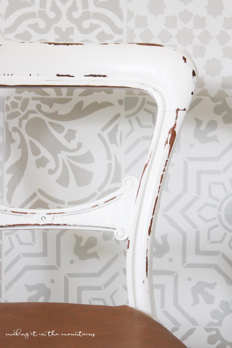 Farmhouse Style Leather Chair   www.makingitinthemountains.com