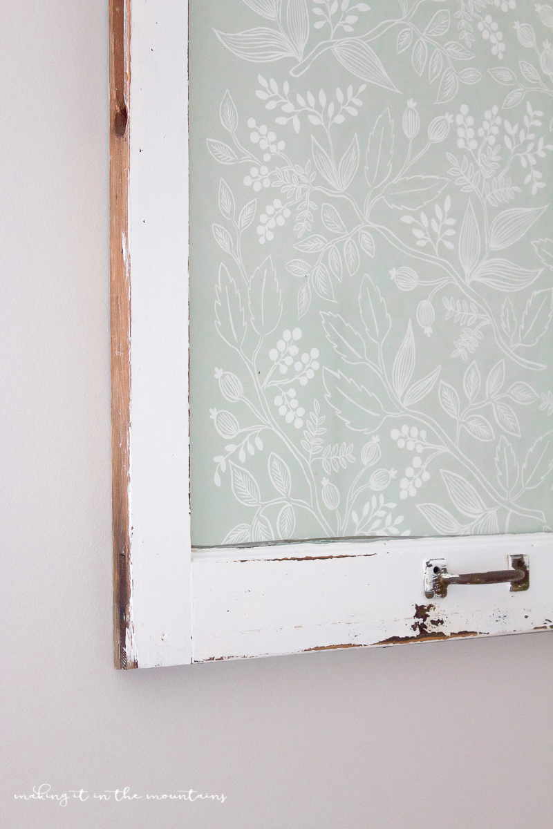 Farmhouse Style Dry Erase Board | www.makingitinthemountains.com