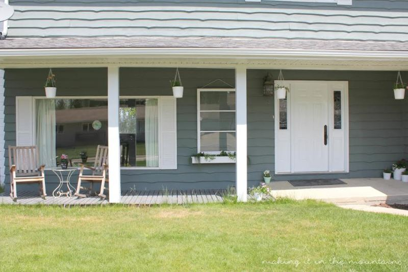 Porch - Before | www.makingitinthemountains.com