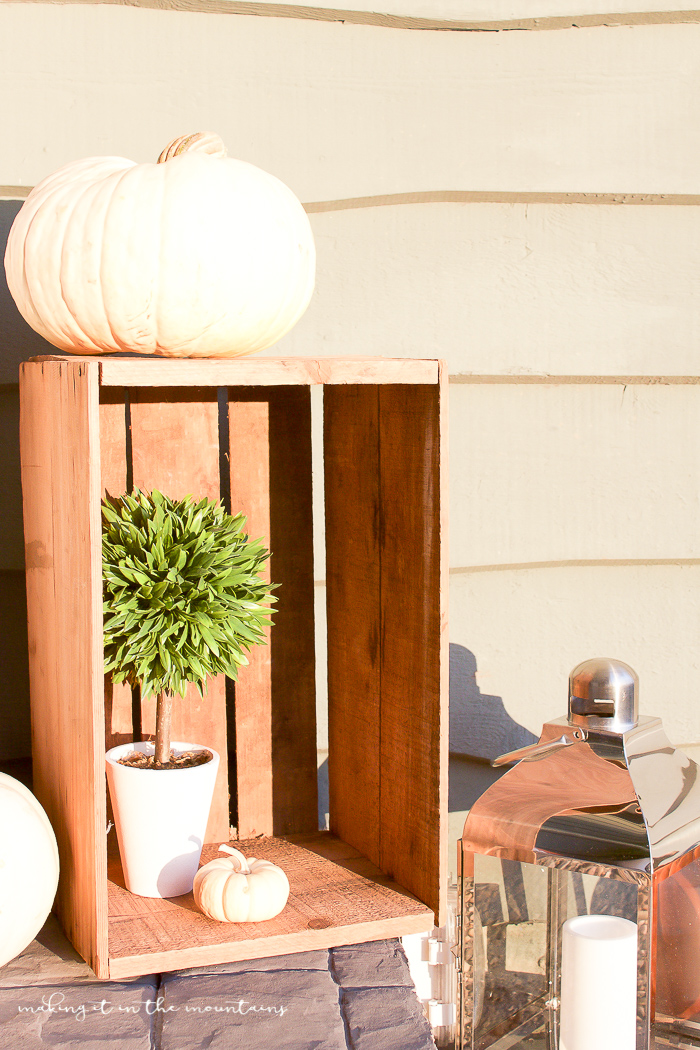 Farmhouse Fall Porch | www.makingitinthemountains.com