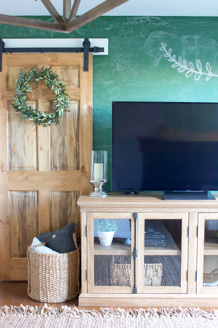 How to Paint a Chalkboard Wall in Any Colour | www.makingitinthemountains.com